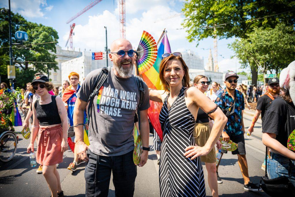 Nationalrätin Ewa Ernst-Dziedzic und Bundesrat Marco Schreuder. Beide kämpfen seit vielen Jahren für die Anliegen der Community. Bild: Cajetan Perwein